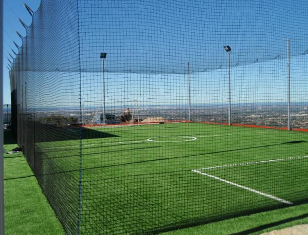 Сетка заградительная капроновая для ограждения стадионов, кортов, футбольных полей .
