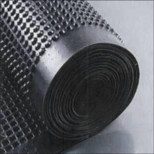 Шиповидная мембрана ИЗОЛИТ для защиты стен фундаментов, гидроизоляции, дренажа.