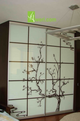 Шкаф-купе с фасадами стекло крашенное (Сакура)
