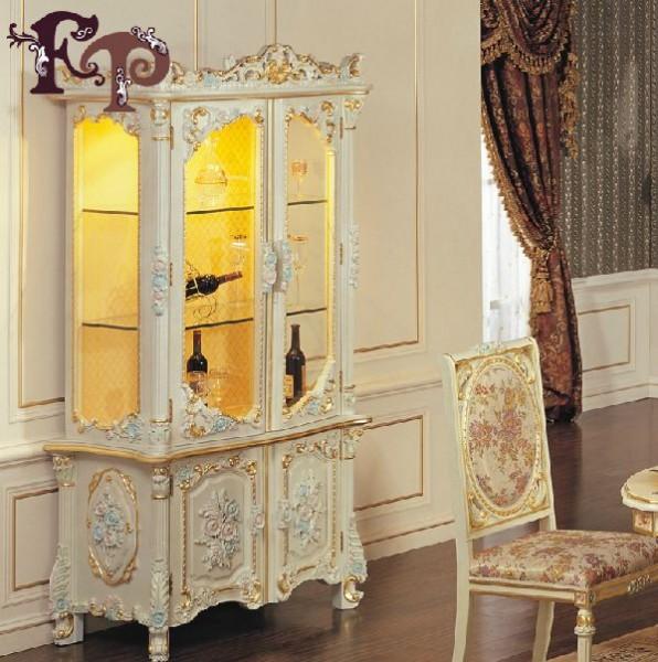 Шкаф Курион для вина в стиле барокко