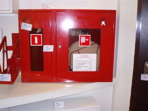 Шкаф пожарний навесной (встроенный)ШПК-315 для кран комплекта пожарного ДУ50; ДУ65 и одного огнетушителя до 9 кг.