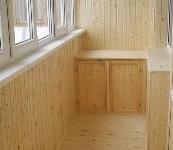 Шкафы и тумбы на балконе. шкафчики для хранения больших вещей, консервации, гладильной доски, собранного пылесоса.