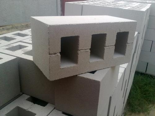 Шлакоблок граншлаковый. Марка - М50 (используется цемент марки М500). Размер - 390*190*190 мм