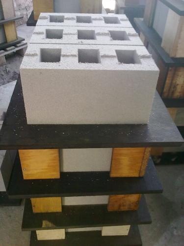 Шлакоблок на основе граншалка. Марка - М50 (используется цемент марки М400). Размер - 390*190*190 мм