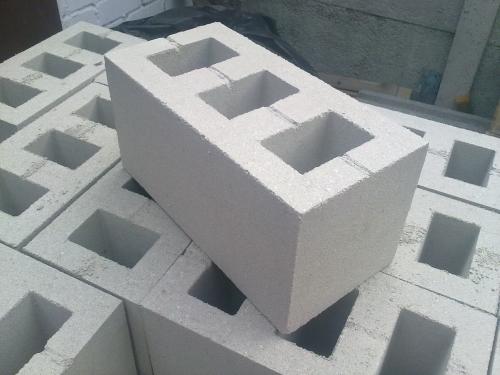 Шлакоблок вибропрессованный граншлаковый. Марка - М75 (используется цемент марки М500). Размер - 390*190*190 мм