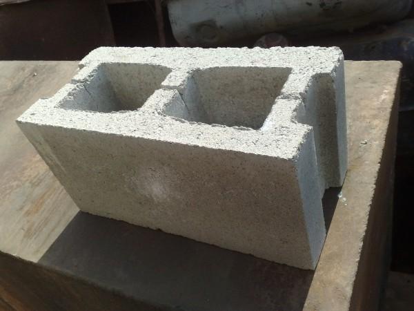 Шлакоблок(Блок вібропресований пустотілий 20х20х40)м. Монастиририще (Половинецький Ж/Д переїзд)