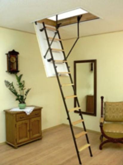Сходи на горище 90м*60м сталюкс(металеві поручні, деревяні сходинки), висота-2,8м