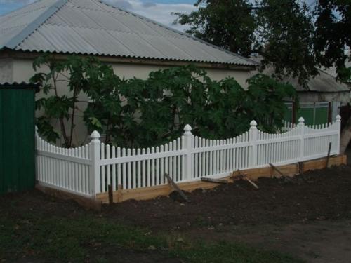 Штакетный забор из ПВХ. Высота-910мм,610мм Длина-2м. Цвет белый и бежевый.