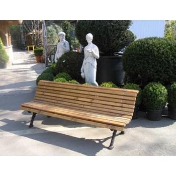Скамейки деревянные на металлической основе, с элементами ковки.