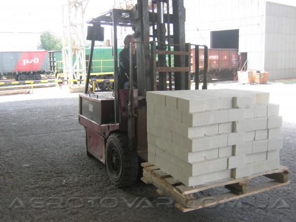 Соль в брикетах размерами 180х150х100 мм, весом 5 кг, для животноводства.