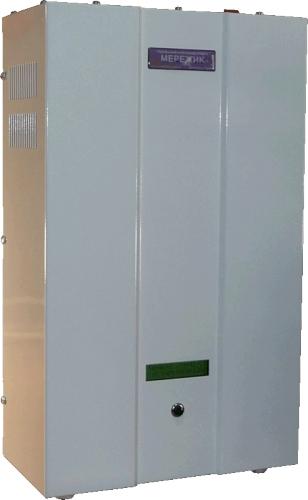 Стабилизатор напряжения МЕРЕЖИК 9000 поддерживает напряжение 220В независимо от колебаний входящего напряжения.