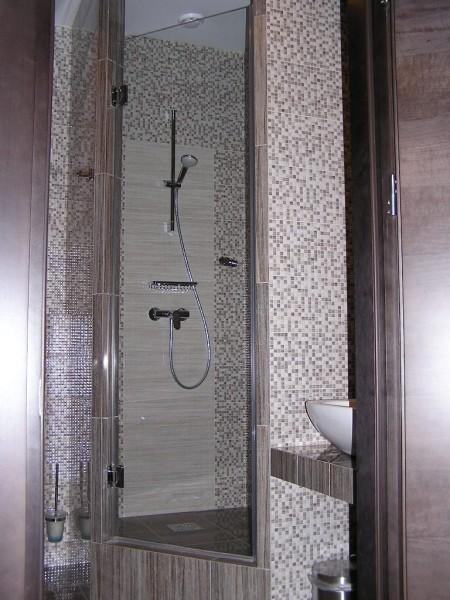 Стеклянные двери для душевой кабины