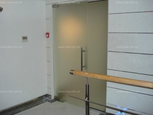 Стеклянные двери с монтажом , Двери стеклянные Киев