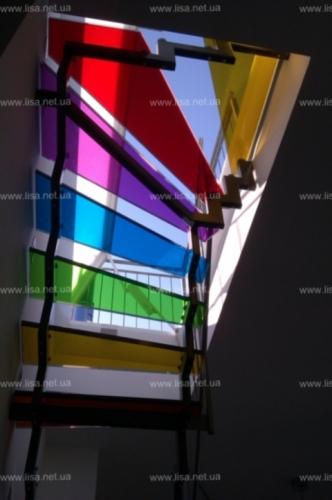 Стеклянные ступени в цвете. Семь цветов радуги. Цветовая гамма около 980 цветов пленки толщина изделий 32 мм.