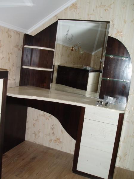 Стиль Модерн. Туалетный столик (120*155*60см). Массив Дуба!