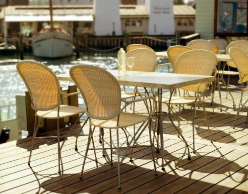 Стол и стулья для ресторанов и кафе