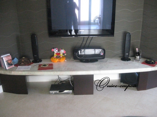 Стол мраморный под телевизор