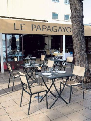 Столы и стулья для кафе и ресторанов 2
