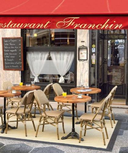 Столы и стулья для кафе и ресторанов