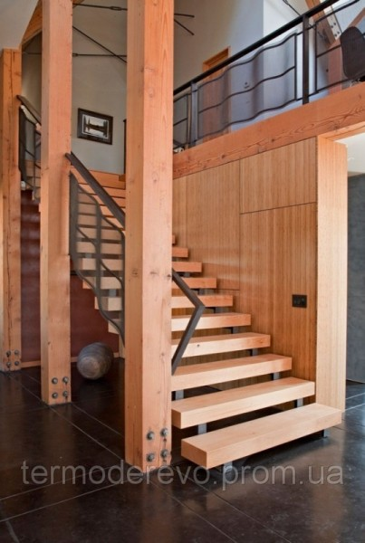 Строим лестницу из дерева