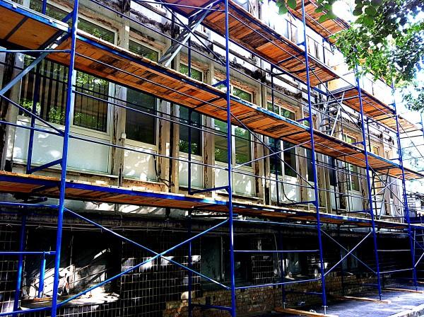 Строительные леса рамные для отделки фасадов знаний