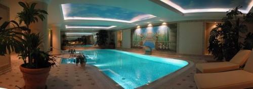 Строительство самых разнообразных форм и видов частных и общественных бассейнов