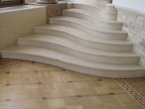 Ступень радиальная мраморная с проступью , Мраморные радиусные ступень. Лестницы из мрамора.