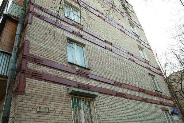 Стягивание и укрепление стен домов металлическим каркасом при деформации фундамента и появлении трещин