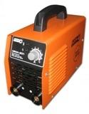Сварочный инвертор ИСКРА ММА-201 В комплекте идут сварочные кабеля, держатель, клемма массы.
