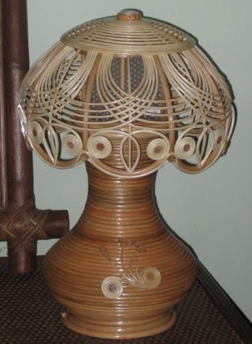 Светильник плетеный из ротанга настольный