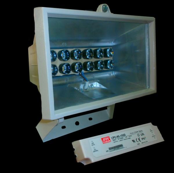 Светодиодный прожектор, потребление 45Вт, аналог 1350Вт-ой галогенки. Суммарный световой поток светодиодов 10200лм.