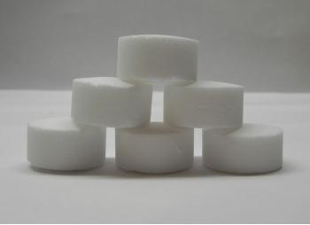 Таблетированная соль применяется для регенерации (востановления) ионообменных смол в установках умягчения воды.
