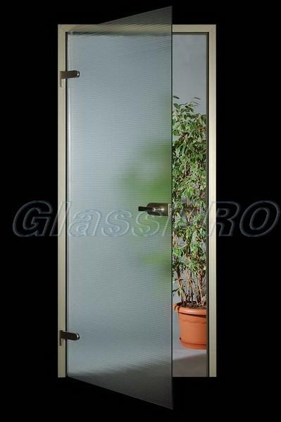 Цельностеклянные интерьерные двери.