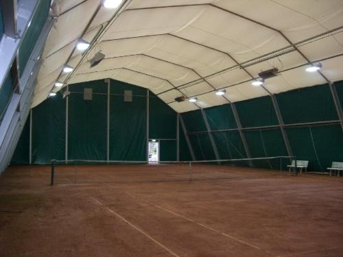Тентовые павильоны для спортплощадок, тениснных кортов и т. п. шириной от 3м до 60м и неограниченной длиной. Цена 1 кв. м.
