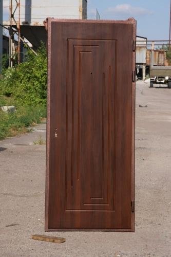 входные двери, товщина – лист металу 1,5мм; два контури ущільнення ( ущільнювач D і E); тип коробки - гнутий профіль;