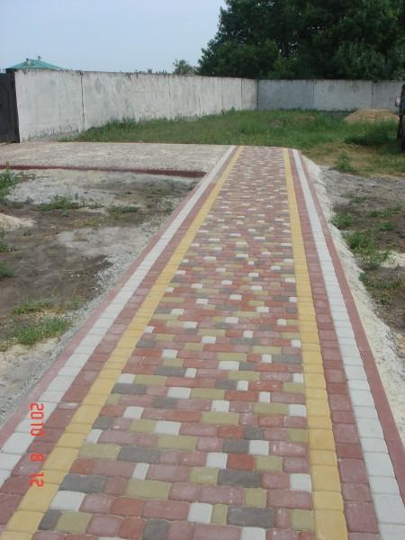 Тротуаоная плитка форма Старый город, толщина плитки 6 см, цвет - серая.