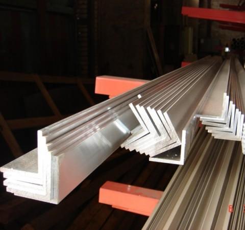 Уголок алюминиевый 10х10х1мм АД31 Т5