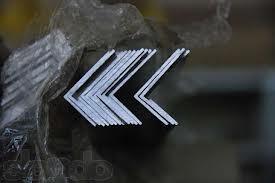 Уголок алюминиевый неравнополочный 38х4х35х5 мм, ГОСТ 13738-90. Анод/не анод. Доставка по Украине любой обьем.