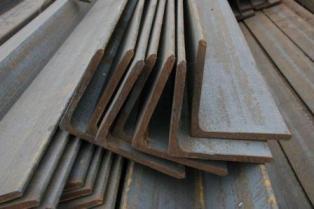 Уголок стальной Гост-8509-93,380-05, 535-05 сталь 3ПС, размер 25-125 мм равнополочный