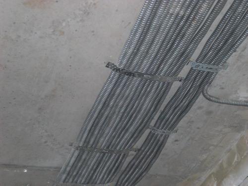 Укладка кабеля в гофре