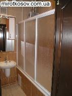 Укладка кафеля в ванной, туалете или кухне на стены и пол.