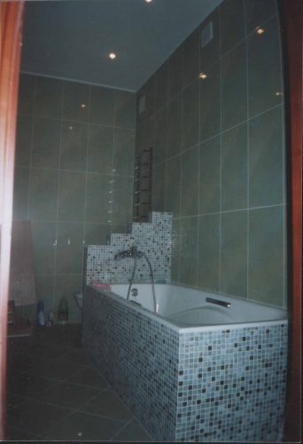 Укладка керамической плитки на стены