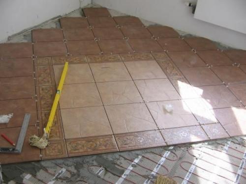 Укладка плитки на стены, пол.