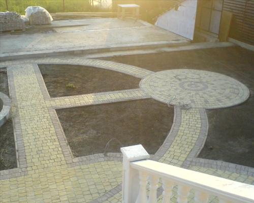 Укладка тротуарной плитки ФЭМ Киев. Установка поребриков, дренажных систем.