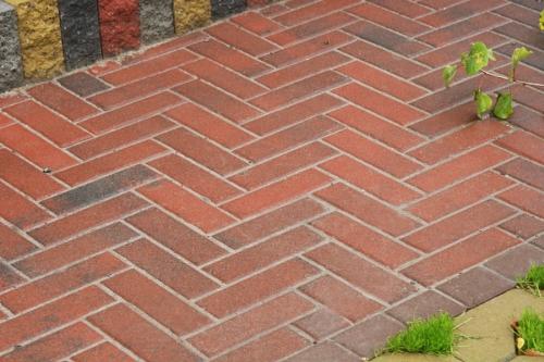 """Укладка тротуарной плитки, """"под ключ"""". Снятие замеров, бетонирование, планирование."""