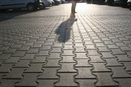 Укладка тротуарной плитки. Установка поребрика.