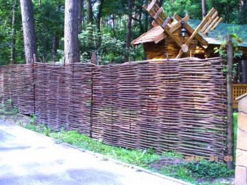 Заборы и ограждения декоративные деревянные из лозы Украинский-тын