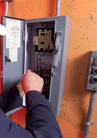 Услуги электрика, монтаж или замена электропроводки