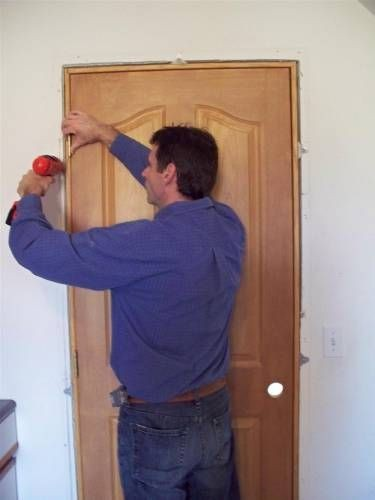Установка межкомнатных дверей в квартире своими руками 74