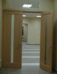 Установка двери в офисных помещениях любого типа и размера - деревянные и металлопластиковые,материал.